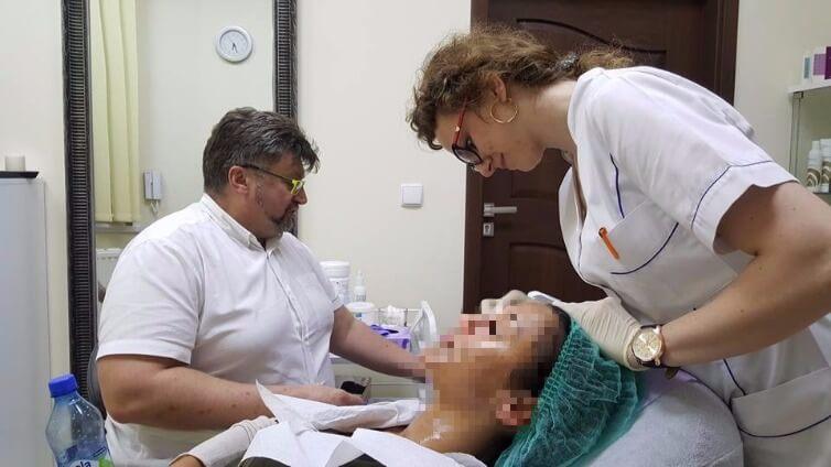 Od marzeń do spełnienia - wywiad OLLIE z dr Krzysztofem Kwelą: Dr Kwela przy pracy