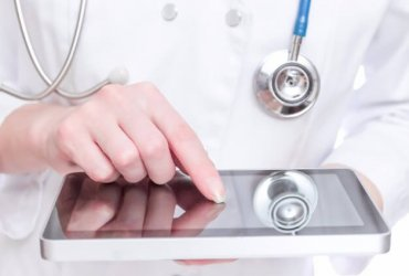 Negatywna opinia pacjenta – jak reagować?